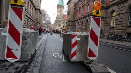 Die Betonpoller sollen für mehr Sicherheit auf dem Weihnachtsmarkt sorgen.
