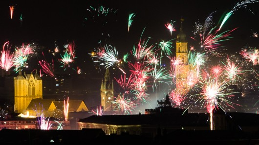 Feuerwerk über der Innenstadt von Braunschweig, aufgenommen vom  BraWo-Turm.
