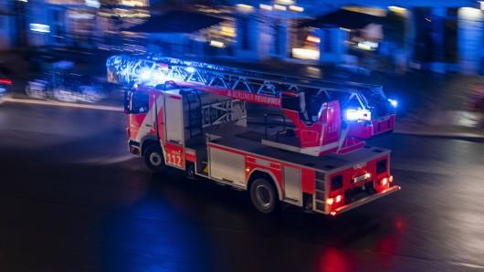 Zwei Brände haben die Feuerwehr in Braunschweig zeitgleich in Atem gehalten.
