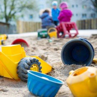 In einem Pilotprojekt werden die Öffnungszeiten von Kindertagesstätten in Braunschweig verändert. Dabei sollen einige Kitas generell länger geöffnet haben und andere ihre Schließzeiten während der Ferien verändern. (Symbolfoto)