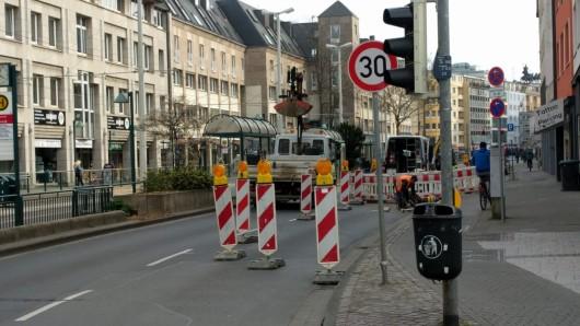 Der Bohlweg ist derzeit stadteinwärts gesperrt.