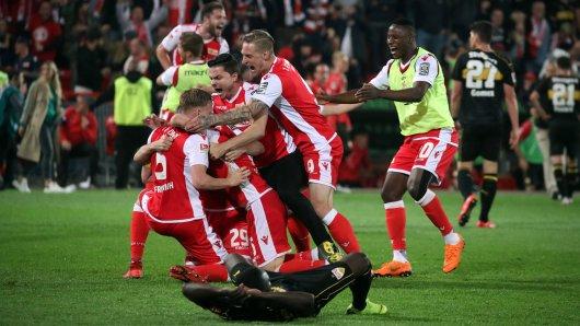 Union Berlin steigt auf, der VfB Stuttgart geht in die Zweite Liga. Ausgerechnet Eintracht Braunschweig könnte davon profitieren.
