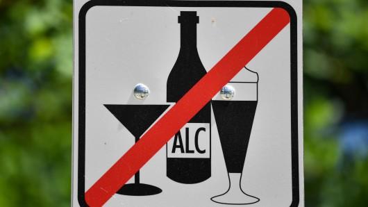 Hilft zukünftig nur noch ein Alkoholverbot im Prinzenpark, damit die Situation nicht wieder eskaliert? (Symbolbild)