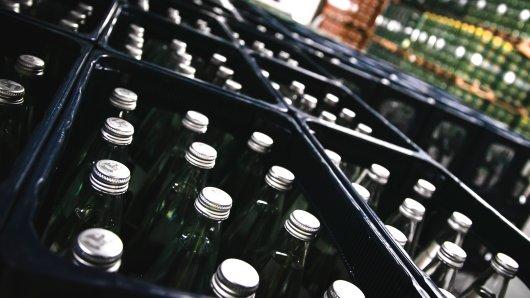 Auch in Braunschweig sollen Getränkehersteller und Supermärkte stärker auf wiederverwendbare Flaschen setzen (Symbolbild).