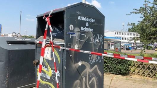 Tragisches Unglück in Braunschweig: Ein Mann bleibt im Container stecken und stirbt wenig später an seinen Verletzungen.