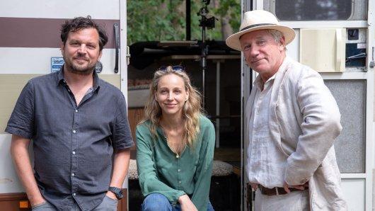 Sascha Gersak, Petra Schmidt-Schaller und Jörg Schüttauf sind in der Krimi-Serie von NDR und ARD zu sehen.