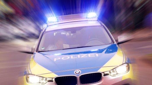 In Braunschweig ist ein Streifenwagen der Autobahnpolizei schwer verunglückt. (Symbolfoto)