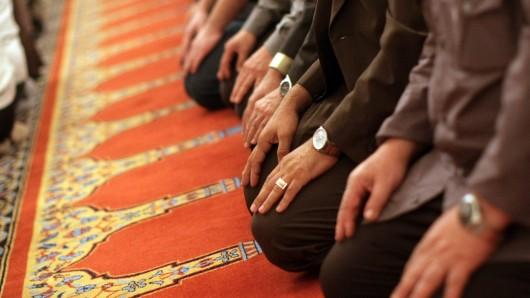 In Braunschweig findet am kommenden Wochenende ein Islam-Seminar statt. Und das sorgt im Netz für Kritik. Weil DIESE Referenten dort sprechen. (Symbolbild)