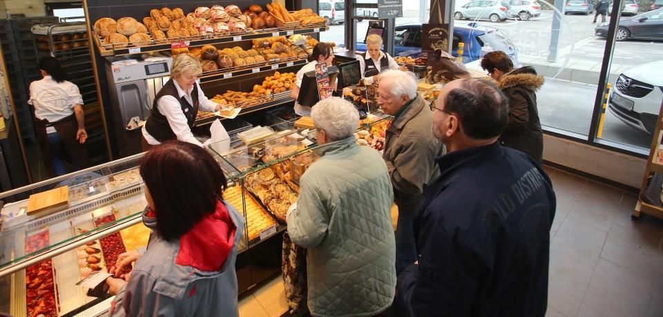 Ein Mann ging in Braunschweig nur kurz zum Bäcker - das kostete ihn sein Auto. (Symbolbild)