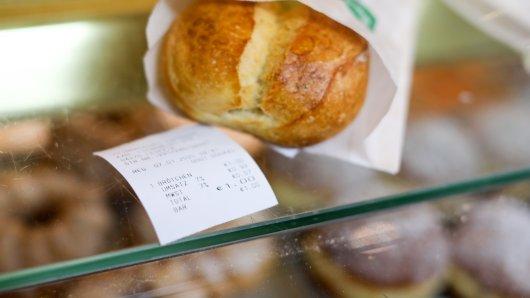 Die Kassenbon-Pflicht ist vor allem für viele Bäcker ein leidiges Thema. Ein Bäcker aus Braunschweig hat dem jetzt den Kampf angesagt – mit einer kreativen Idee! (Symbolbidl)