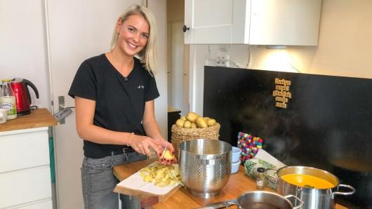 """Esther aus Braunschweig kocht am ersten Tag für """"Das perfekte Dinner"""" (VOX)."""