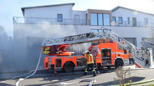 In Braunschweig hat es gebrannt. Betroffen war ein Wohn- und Lagergebäude in Thune.