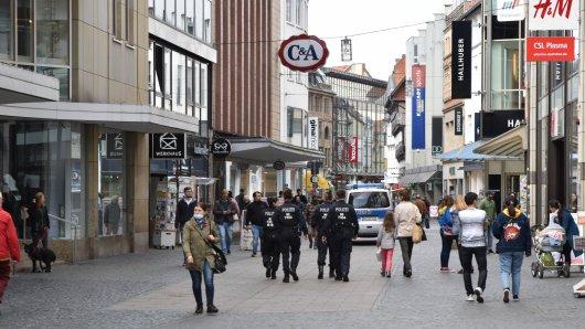 Shoppen in Braunschweig ist zurzeit nur mit Mindestabstand möglich. Ein Geschäft in der Innenstadt in Braunschweig schließt demnächst. (Symbolbild)