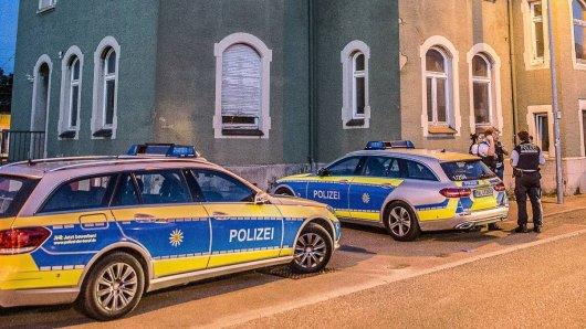 Ein Streit auf einem Hinterhof in Braunschweig ist eskaliert. Ein Mann ist mit einer Machete auf einen anderen losgegangen.( Symbolbild)
