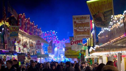 Volle Gänge, bunte Lichter, Gedränge – was früher viele genervt hat, wird in Corona-Zeiten doch vermisst. Schausteller aus Braunschweig haben nun eine geniale Idee, um immerhin etwas Rummel-Flair zurückzubringen. (Symbolbild)