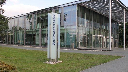 Eine Frau aus Braunschweig hat einen Brief der Volkswagen Bank erhalten, der sie sprachlos gemacht hat.