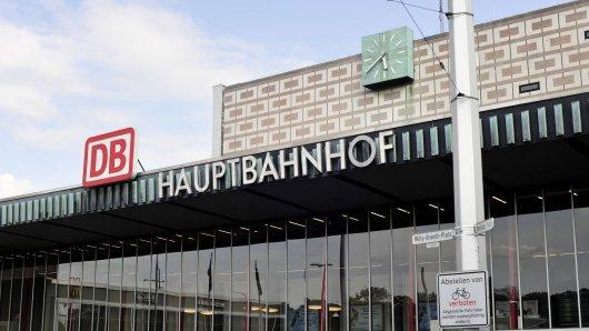 Der Zugverkehr am Hauptbahnhof Braunschweig rollt. Doch eine Sache läuft dort laut Statistik so gar nicht...