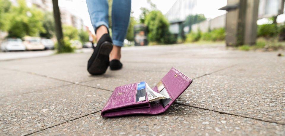 In Braunschweig hat eine Frau ein Portemonnaie gefunden. (Symbolbild)