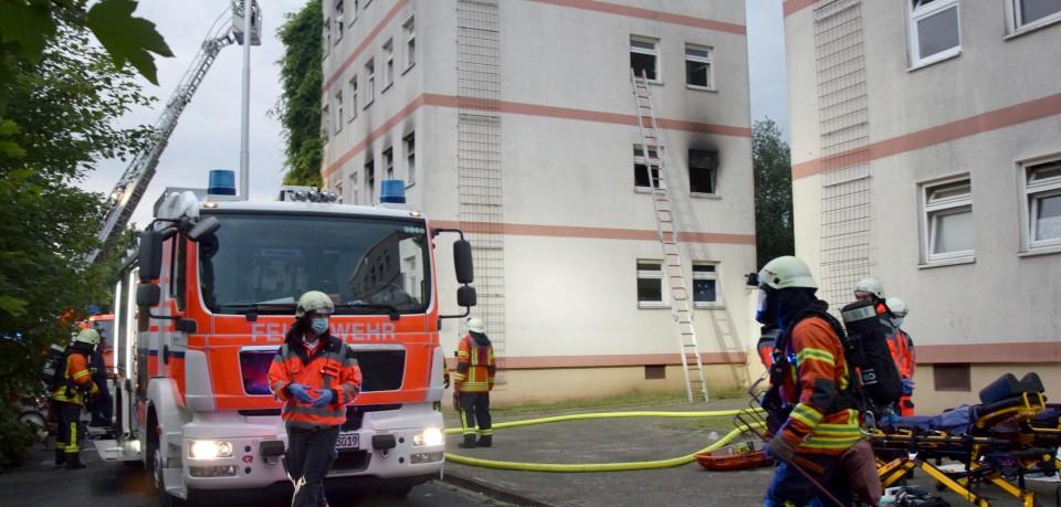 Brand in einer Wohnungslosen-Unterkunft in Braunschweig. Bei ihrer Ankunft schlug den Einsatzkräften der Rauch entgegen.