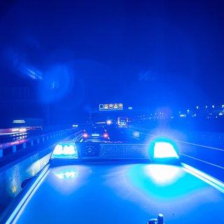 Die Polizei hat die Verfolgung eines Rasers auf der A2 bei Braunschweig aufgenommen!  (Symbolbild)