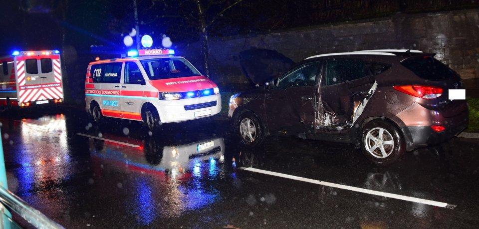 An der Hamburger Straße in Braunschweig ist eine Straßenbahn mit einem Auto zusammengestoßen.