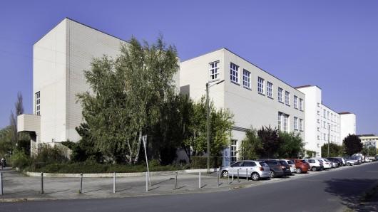 In Braunschweig soll der Platz vor der Hochschule der Bildenden Künste (HBK) neu gestaltet werden. (Archivfoto)