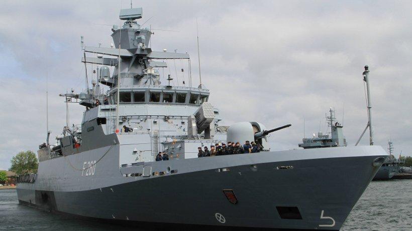 Bundeswehr-Korvette-Braunschweig-dieses-Schiff-ist-in-besonderem-Auftrag-unterwegs