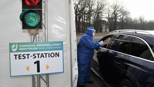 Am Testzentrum in Braunschweig kann man nur aus dem Auto heraus getestet werden.