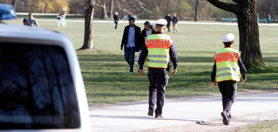 Die Polizei hat Corona-Kontrollen in Braunschweig durchgeführt. Doch ein Parkbesucher wollte das so gar nicht einsehen. (Symbolbild)