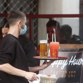 In Braunschweig verließen etliche Menschen die Gastronomie. Neue Mitarbeiter zu finden, gestalten sich schwierig. (Symbolbild)