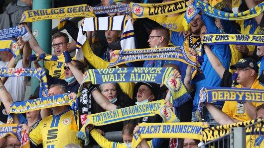 Eintracht Braunschweig: Das Eintracht Stadion behält erst einmal seinen Namen. Doch zum Jubeln ist es noch zu früh. (Archivbild)