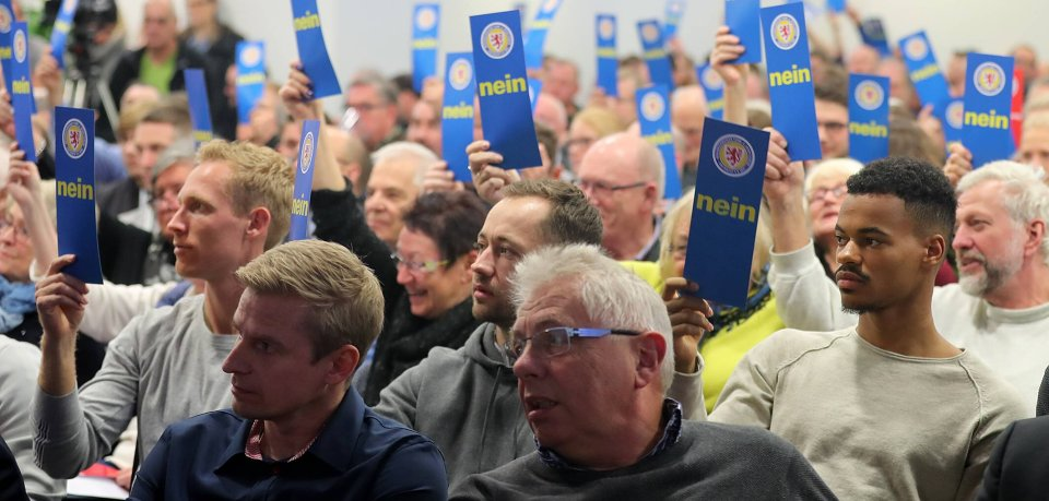 Eine Abstimmung bei der Jahreshauptversammlung von Eintracht Braunschweig 2018
