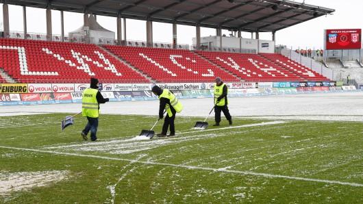 Ordner in Zwickau wollen dafür sorgen, dass das Spiel gegen Eintracht Braunschweig am Montagabend über die Bühne gehen kann. (Archivbild)