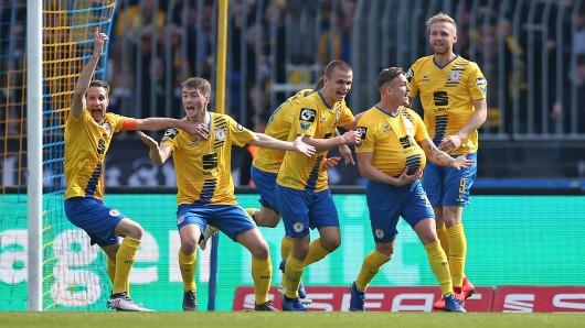 Sechs Spiele hat Eintracht Braunschweig noch, um die Klasse zu halten.