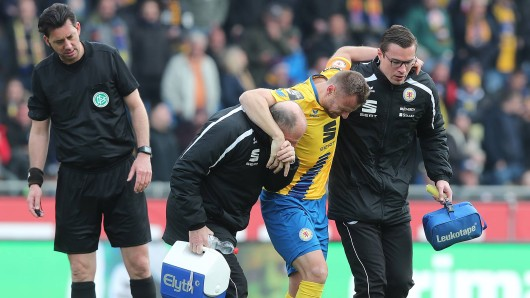 Bernd Nehrig von Eintracht Braunschweig hat sich schwer verletzt.