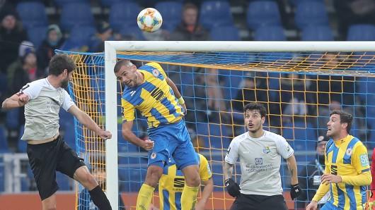 Eintracht Braunschweig – Chemnitzer FC im Live-Ticker: Hosiner köpft zum 1:0 für den CFC ein.