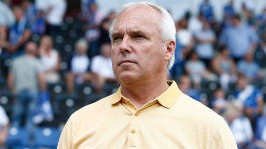 Peter Vollmann (Sportdirektor bei Eintracht Braunschweig) sind derzeit die Hände gebunden, was vertragsgespräche angeht... (Archivbild)