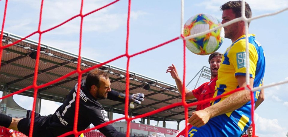 In diesem Moment war es um Eintracht Braunschweig geschehen: Zwickau trifft zum Sieg.