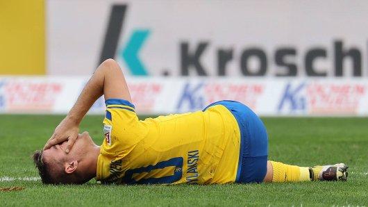 Eintracht Braunschweig muss beim SV Sandhausen womöglich auf Kapitän und Torjäger Martin Kobylanski verzichten.