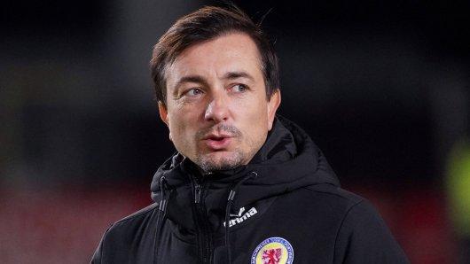Daniel Meyer, Trainer bei Eintracht Braunschweig, macht seinem Ärger über einige Fan-Reaktionen nach dem letzten Spiel Luft. (Archivbild)