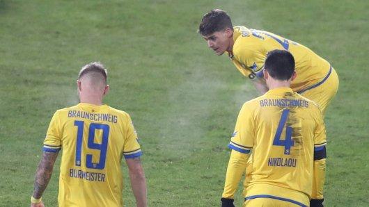 Paderborn – Braunschweig: Die Eintracht muss kurzfristig auf Leistungsträger Felix Burmeister (l.) verzichten.