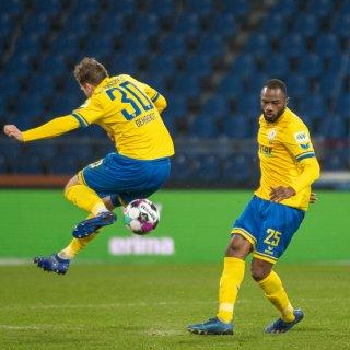 Bisher hatten die Löwen schon Brian Behrendt und Oumar Diakhité geholt. Jetzt legt Eintracht Braunschweig offenbar auch im Angriff noch mal nach...