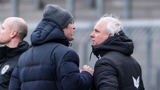 Eintracht Braunschweig: Peter Vollmann (r.) geriet beim Derby heftig mit Gerhard Zuber aneinander.