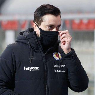 Corona-Alarm bei Eintracht Braunschweig. Coach Daniel Meyer ist in häuslicher Quarantäne und dürfte damit das Gastspiel bei St. Pauli verpassen.