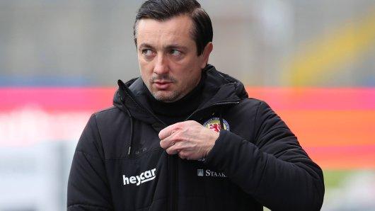 Eintracht Braunschweig-Coach Daniel Meyer coachte aus dem Home-Office. (Archivbild)