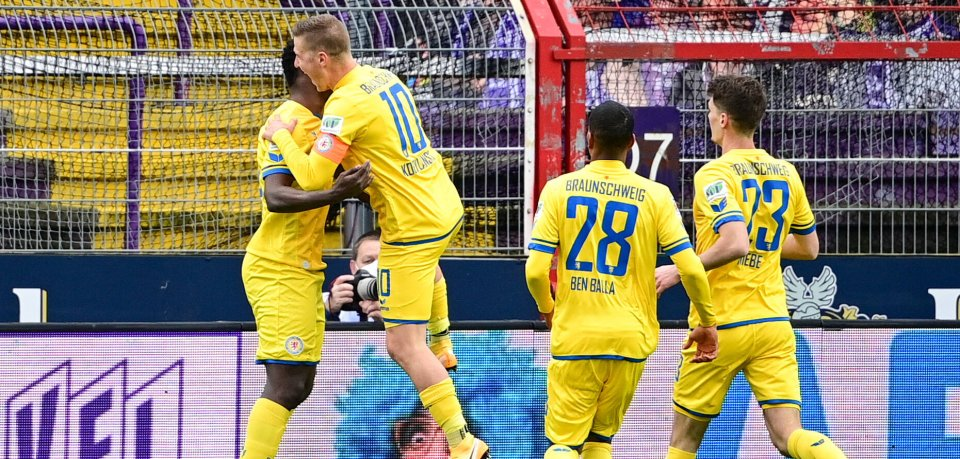Eintracht Braunschweig bejubelt das 1:0 gegen den VfL Osnabrück.