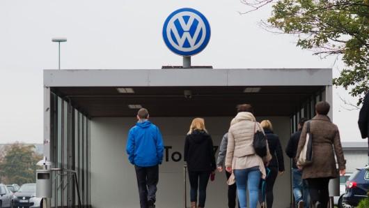 Bei Schließtagen nehmen die VW-Mitarbeiter Urlaub, bauen Überstunden ab oder gehen auch mal ins Minus (Symbolbild).