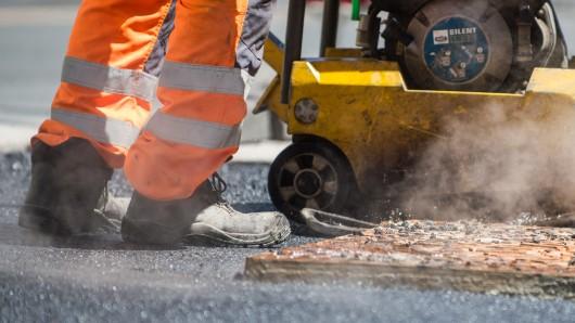 Der Fahrbahnabschnitt Salzwedel bekommt eine neue Teerdecke. (Symbolbild)