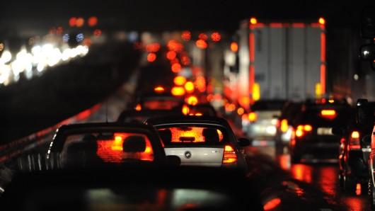 Stau auf der A2 staut sich der Verkehr auf 5 Kilometern.  (Archivbild)