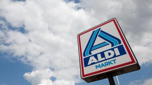 Auf dem Parkplatz des Aldi-Marktes in Meinersen ist ein Autofahrer in einen Bürocontainer gekracht (Symbolbild).